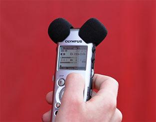 インタビュー時の必需品、レコーダー
