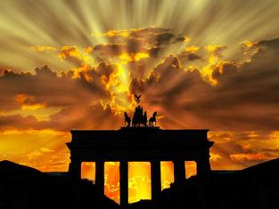 後光がさす神殿