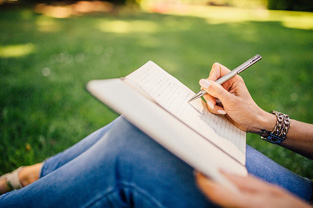 1.最初にストーリーを描く。何を伝えたいか。どんな切り口でまとめるか
