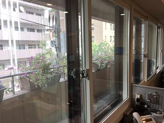 オフィスの気温と外からの騒音を劇的に改善する内窓